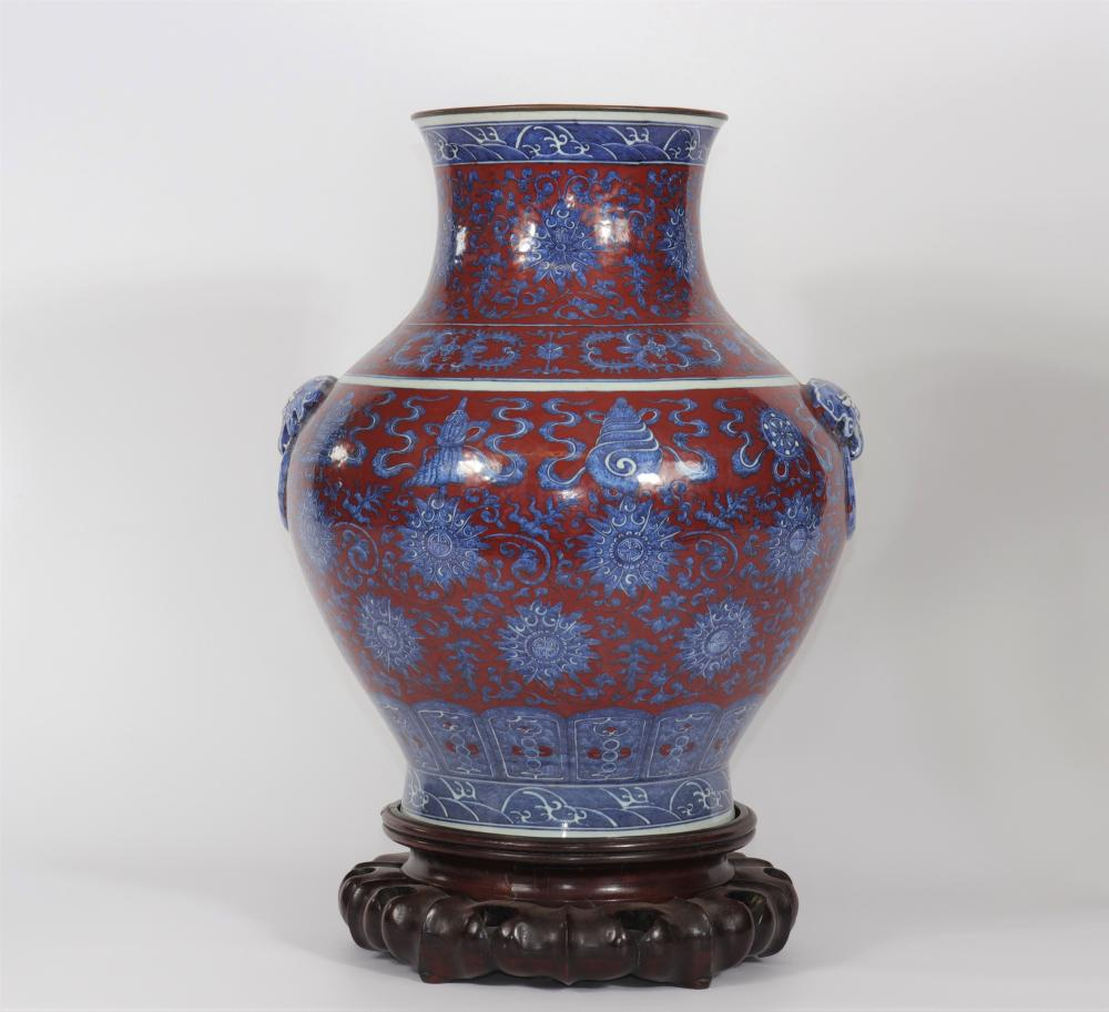 China - large Hu-shaped vase with red tin white blue background - Qianlong brand Sizes: H=470mm