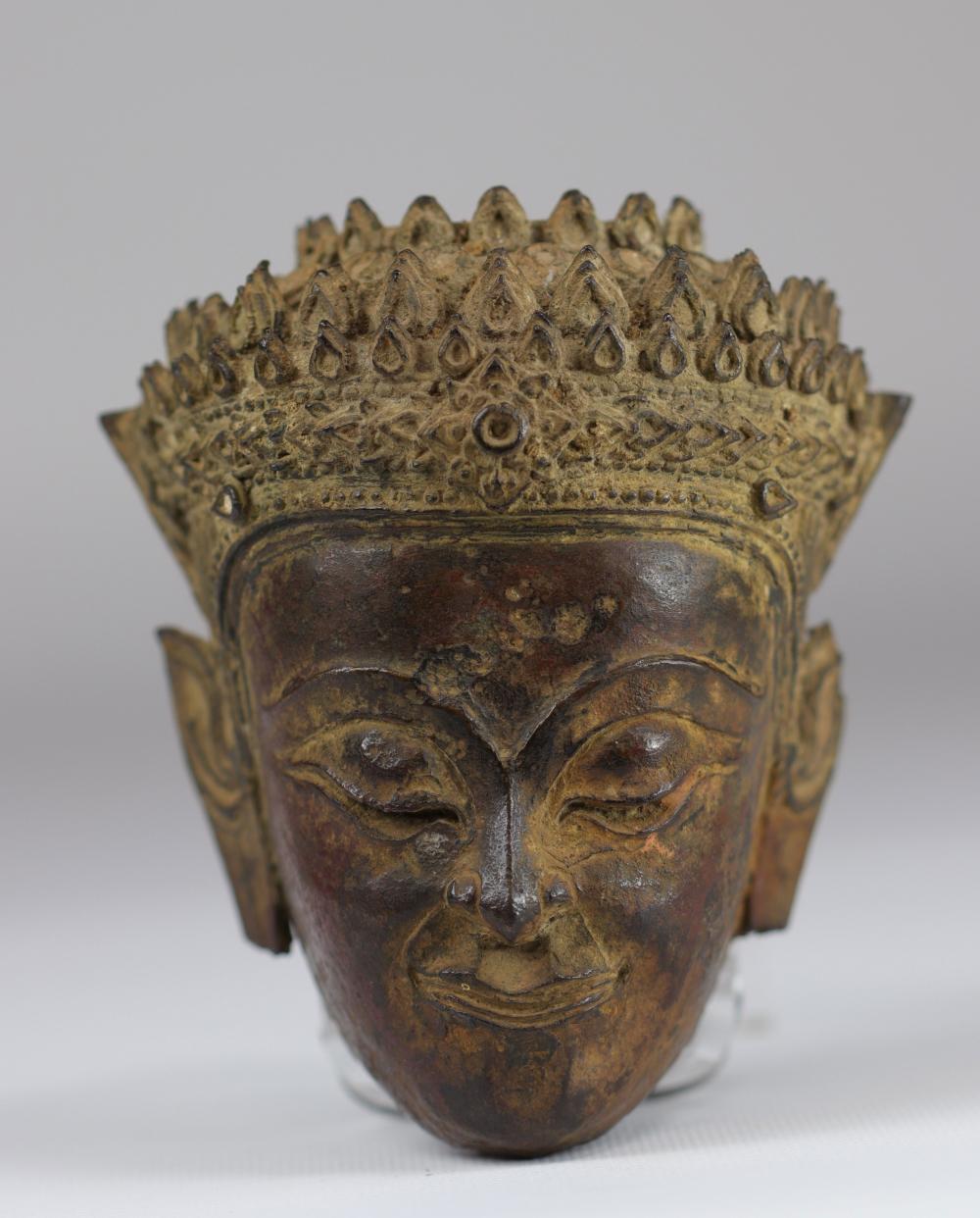Buddha head in bronze Thailand 16 / 17th Sizes: H=130mm L=100mm Weight (K): 1,685kg C