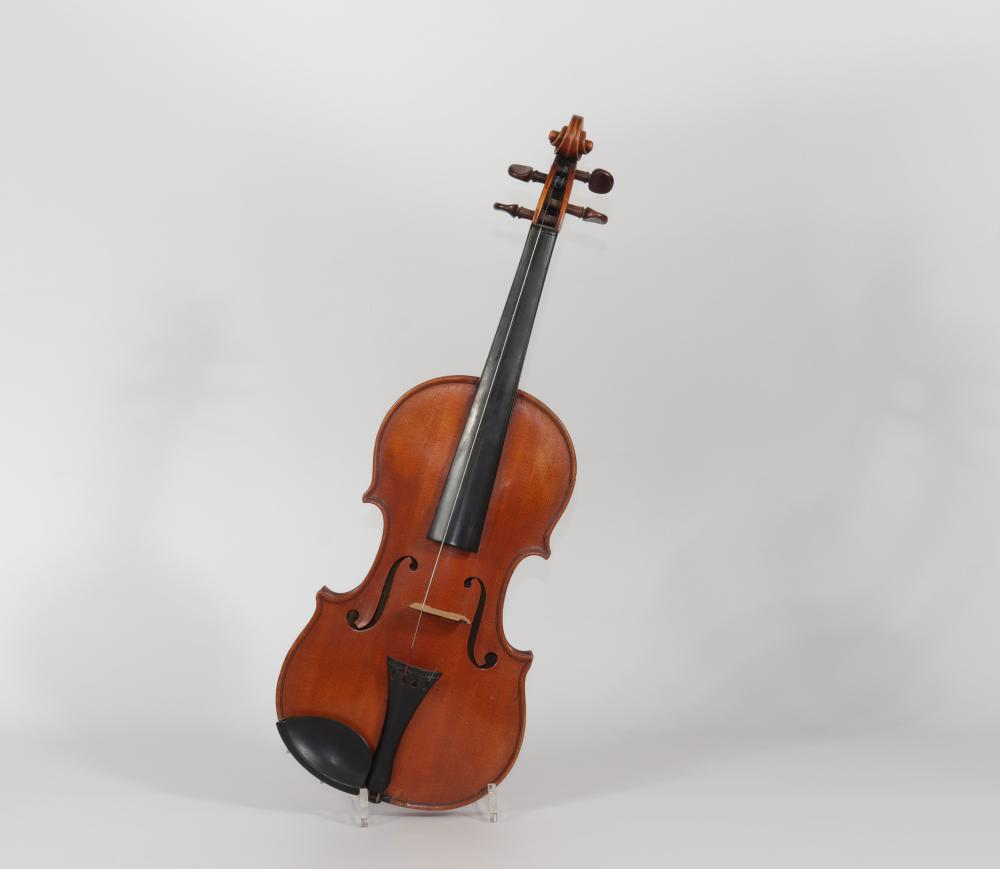 Violin Conrad Glaesel 1910 Sizes: H=590mm L=210mm Weight (K): 0,48kg Condition: at fi