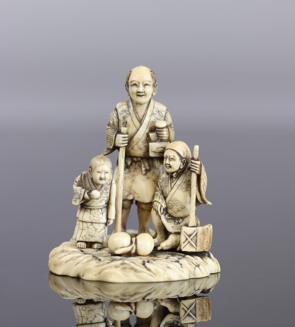 Japan Okimono carved with peasants 19th Sizes: H=90mm L=80mm Weight (K): 0,116kg Cond