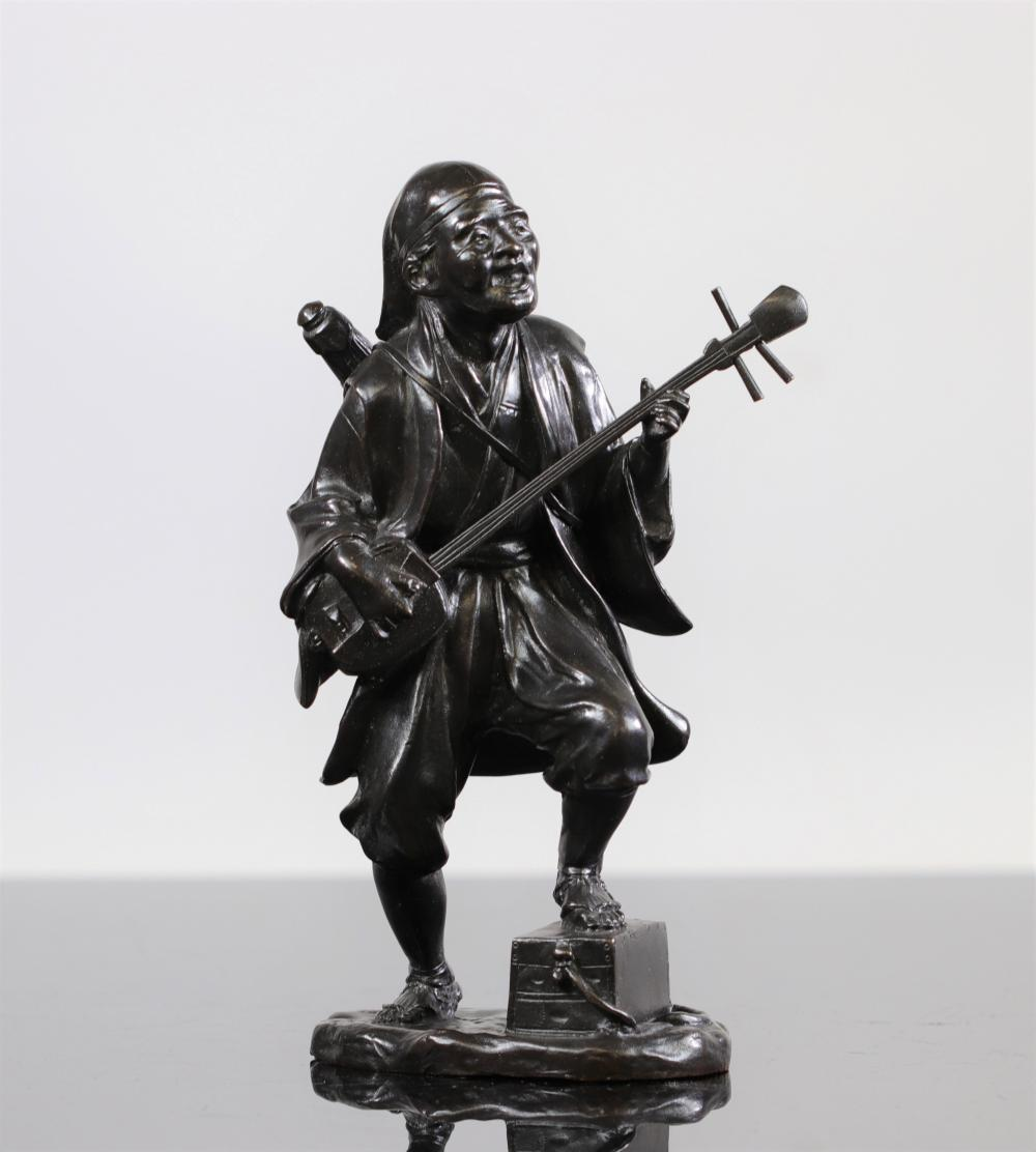 Japan statue of a musician, with signature circa 1900 Sizes: H =245mm Weight (K): 2,358kg