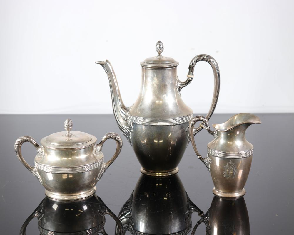 Tea / coffee service in sterling silver (950 grams) hallmarked 800 ca 1900 Sizes: Divers W