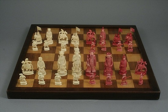 A mid 19th century Canton carved and stained ivory chess set, King approx 4.5ins