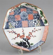 A Japanese Kakiemon style octagonal dish, late 19th/early 20th century, 14.5cm wide