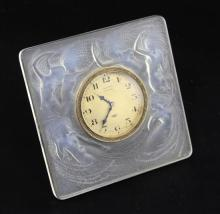 A Rene Lalique Naiades frosted glass strut timepiece, 11.5 x 11.5cm