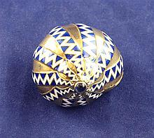 A 19th century French 18ct gold, enamel and cabochon set bonbonniere, modelled as a shell, 1.25in.