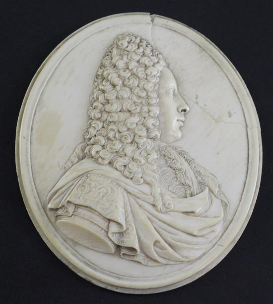 An early to mid 18th century French carved ivory portrait plaque, in the manner of Jean Cavalier, 3.75in., some damage