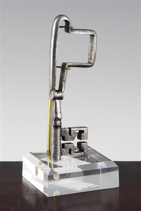 An 18th century European steel folding key, 5.5in. extended