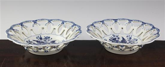 A pair of Worcester blue and white Pine Cone pattern circular baskets, c.1775, 7.25in.