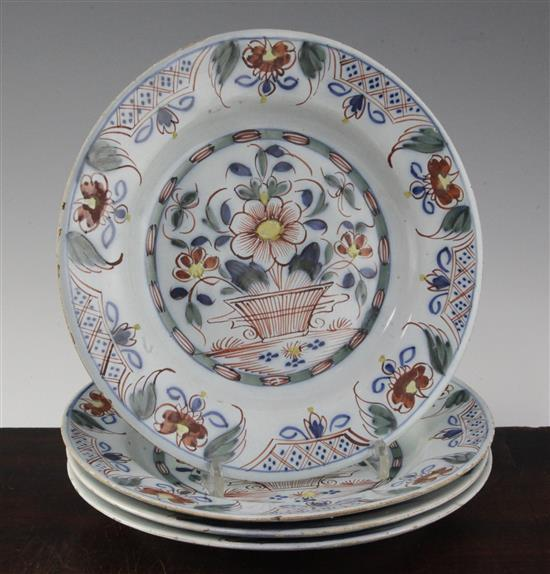 Two pairs of English polychrome delft ware plates, probably Bristol c.1760, 8.9in. & 9in.