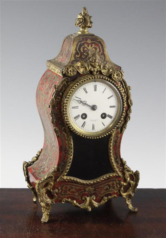 An early 20th century red boulle work mantel clock, 11.75in.