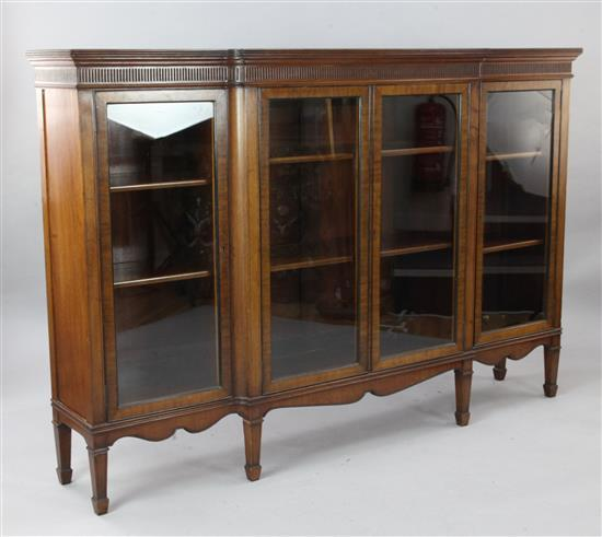 An Edwardian crossbanded mahogany breakfront dwarf bookcase, W.6ft D.1ft 2in. H.4ft