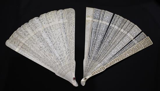 Two Chinese Export brise fans, 19th century, 19cm