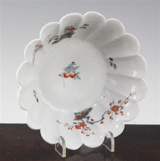 A Japanese Kakiemon kiku-shaped dish, c.1680-1710, diameter 15cm