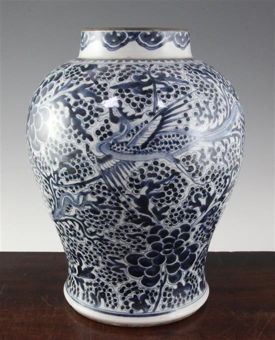 A Chinese blue and white jar baluster jar, 19th century, 32cm