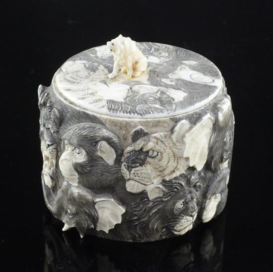 A Japanese ivory box and cover, early 20th century, 8.5cm