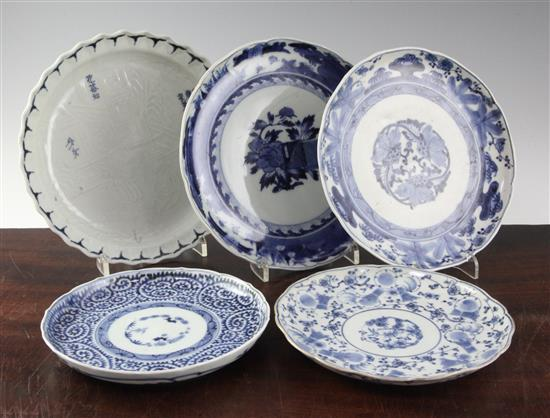 A rare Kakiemon moulded blue and white plate, c.1750-80, 16.5-21cm (5)