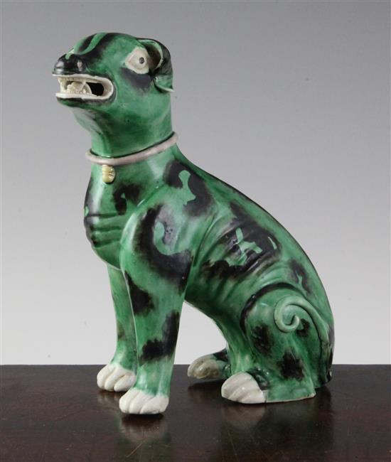 A Chinese green glazed model of a seated hound, Kangxi period, 16.5cm