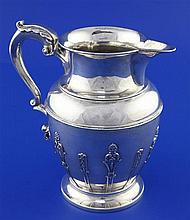 A late Victorian silver jug by Goldsmiths & Silversmiths Co, 17.5 oz.