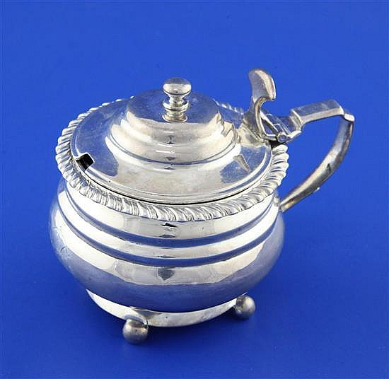 A George IV silver mustard pot, height 3in.