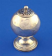 A George III silver pedestal pounce pot by Elizabeth Morley, 71 grams.
