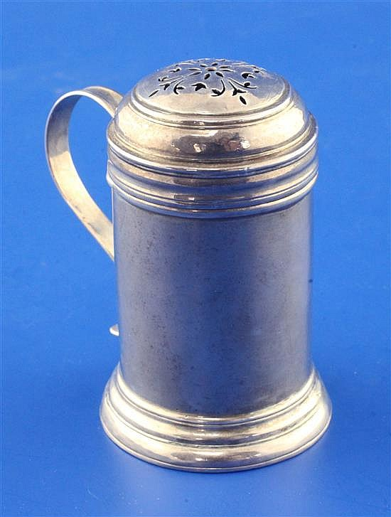 A George I silver kitchen pepper, 60 grams.