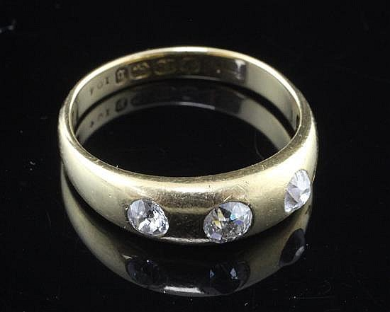 A late Victorian 18ct gold and gypsy set three stone diamond ring, size T.