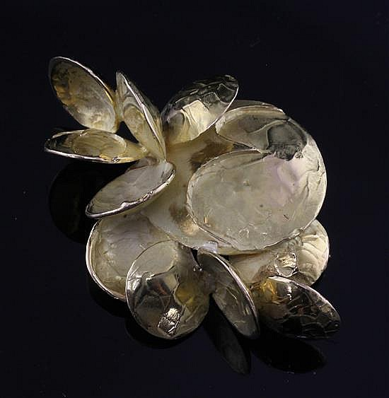 An early 1970's Chaumet 18ct gold stylised petal cluster clip brooch, 2.25in.