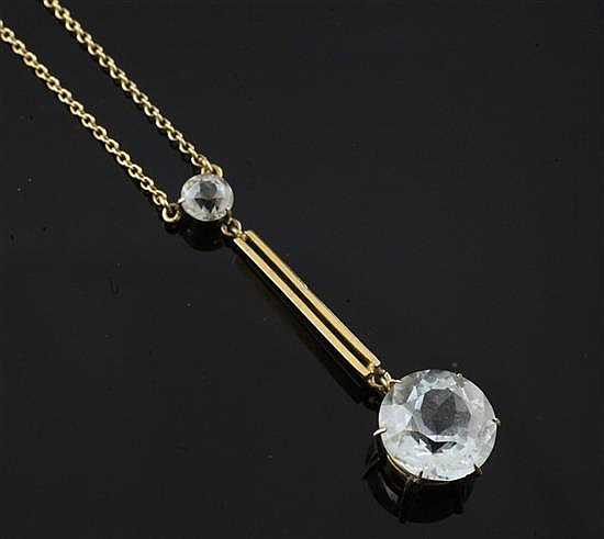 An early 20th century 9ct gold and aquamarine drop pendant necklace, chain 16in.