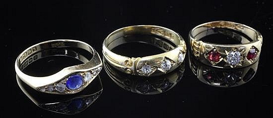Three late 19th/early 20th century 18ct gold gem set dress rings, sizes M & P.