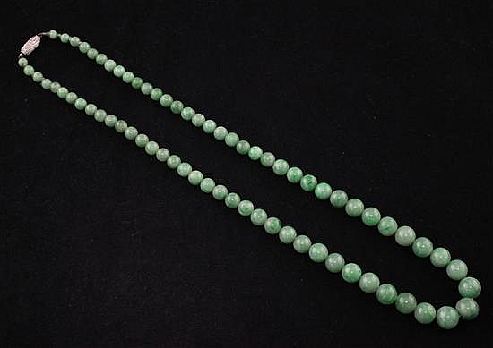 A single strand graduated jadeite bead necklace with diamond set white gold barrel clasp, 18in.