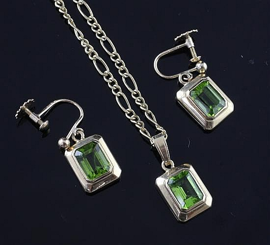 A 9ct gold and peridot pendant on a 9ct gold figaro link chain and a pair of matching earrings, chain 24in.