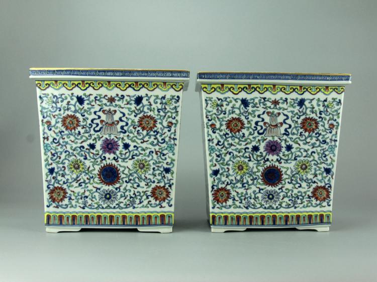 Pair of Chinese Famille Rose Porcelain Jardiniere