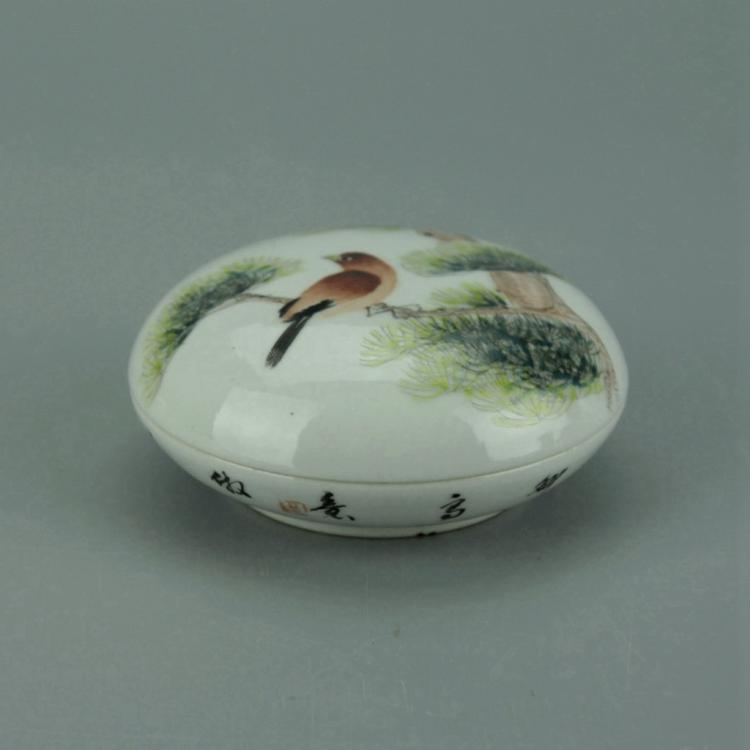 Small Chinese Famille Rose Porcelain Box