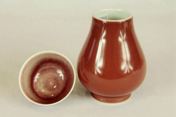 Chinese Cowpea Glazed Porcelain Tea Cup & Vase