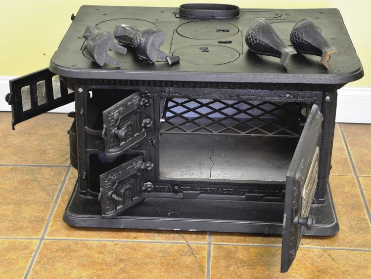 Rare Antique Winthrop Dighton Furnace Co. Mass. Cast Iron Stove