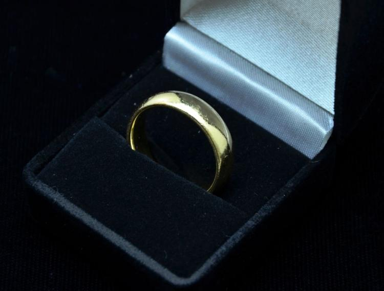 Fine 14KT Heavy Yellow Gold Ring Band, 9.6 Grams