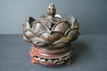 A FINELY AND RARE CHINESE ANTIQUES BRONZE CENSER. QIANLONG MARK ON BASE