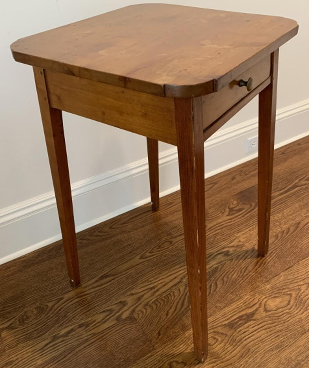 Antique Federal Style Side / End Table