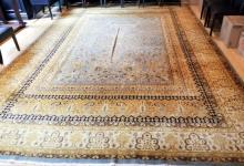 Large Persian / Oriental Hand Knotted Wool Carpet