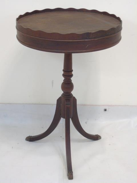 Antique pedestal wood pie crust table