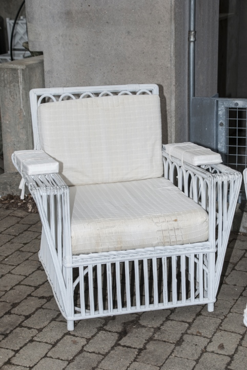 Vintage White Wicker Outdoor Bench Chairs