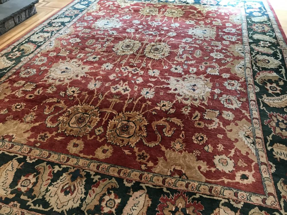 Hand Knotted Wool Himalayan Carpet from Safavieh
