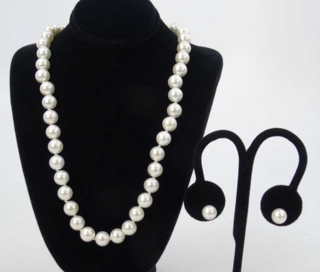 Hand Knotted Cultured White Pearl Strand & Studs