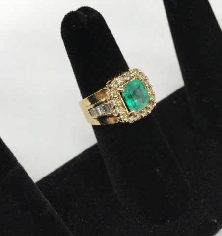 Estate 14kt Gold Diamond & 2 Carat Emerald Ring