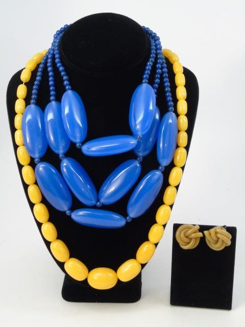 Vintage Bakelite & Plastic Jewelry - 4 Items