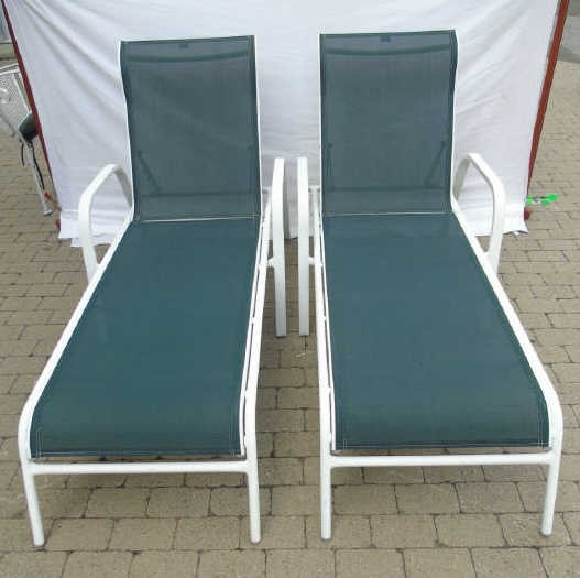 Pair Contemporary Pool Side / Patio Lounge Chairs