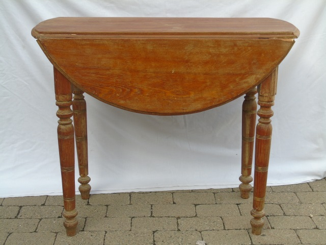 Antique Spindle Leg Drop Leaf Round Dining Table