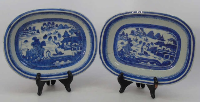 Pair Antique Chinese Canton Porcelain Bowls