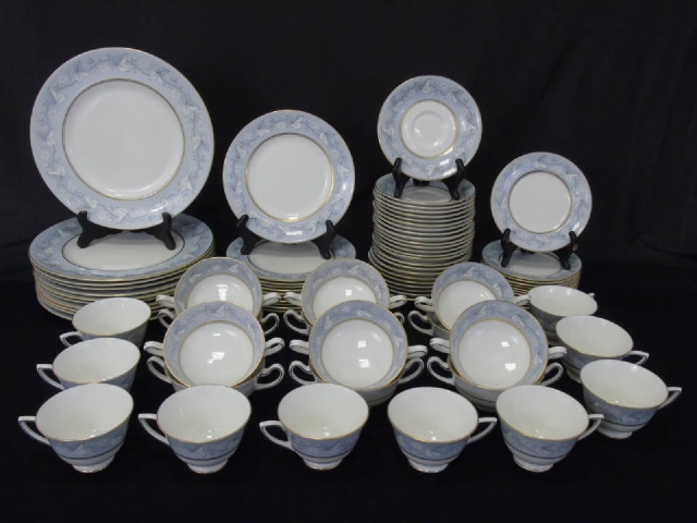 Partial Dinner Service Royal Doulton Queensbury